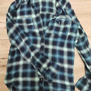 Hollister plaid, relaxed, worn once, small